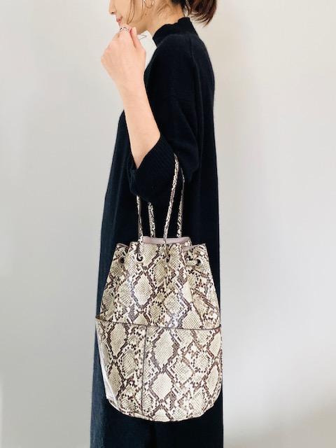 SELECT(セレクト)  パイソン・カラー 丸底巾着バケツショルダーバッグ