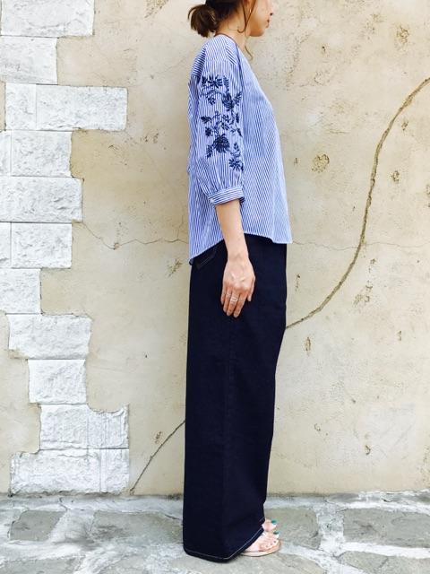 PASSIONE(パシオーネ)  袖刺繍ボリュームブラウス