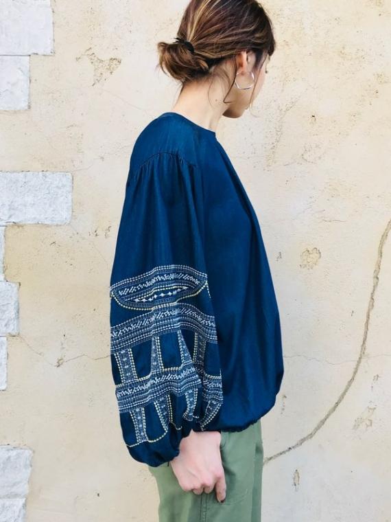 PASIONE(パシオーネ)  袖刺繍バルーントップス
