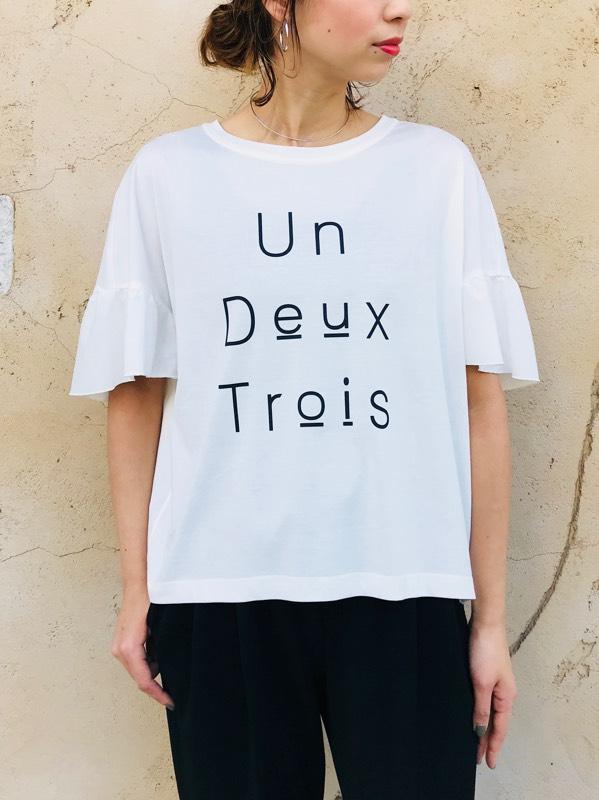 TROIS(トロワ)  バックフリルロゴTシャツ
